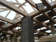 Опирание балок перекрытия на несущие колонны.