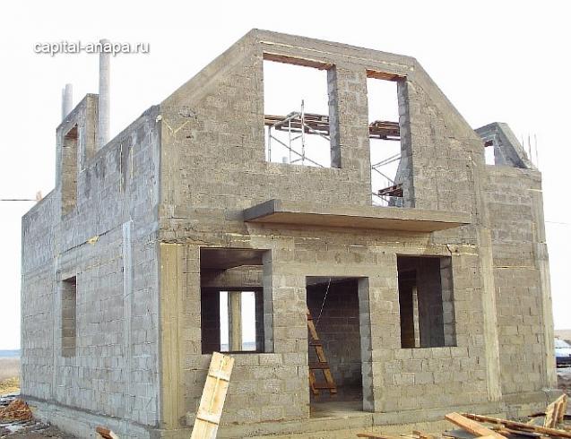 Монолитно-железобетонный каркас здания с мансардным этажом.
